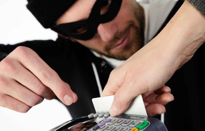 безопасность банковских карт в интернете через CVV/CVC коды и смс-оповещения.